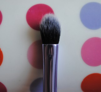 real techniques deluxe set base shadow brush 1