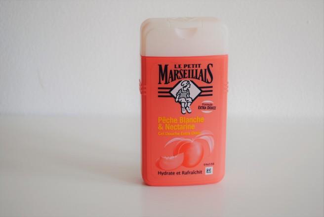 le petit marseillais gel za tusiranje bela breskva i nektarina.jpg