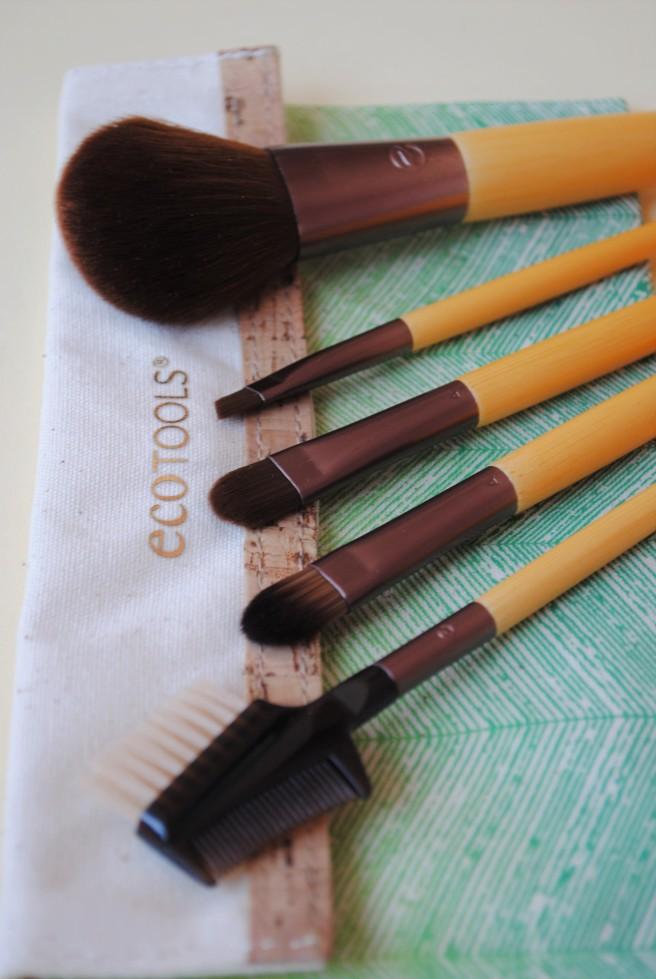 ecotools set cetkica za sminkanje.jpg